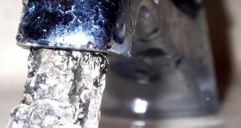 蛇口から水