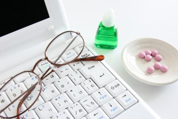 パソコンと目薬