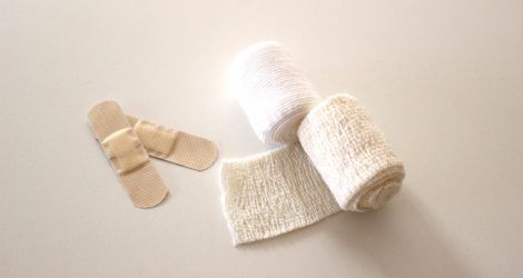 包帯と絆創膏